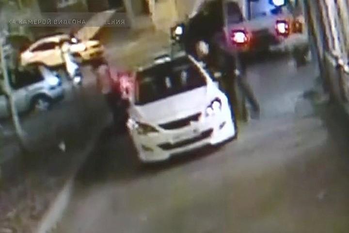 Лихач, избивший битой отца с коляской, заявил, что ничего не помнит и был пьян