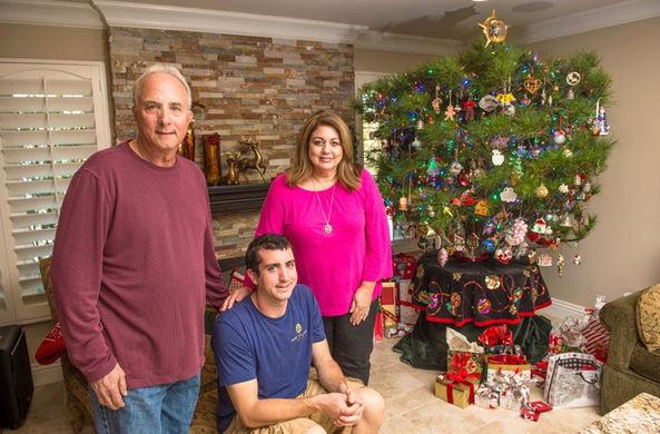 Американская семья наряжает больше 30 лет одну и ту же елку