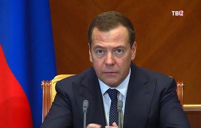 """Медведев обозначил важнейшие задачи """"майского указа"""" Путина"""