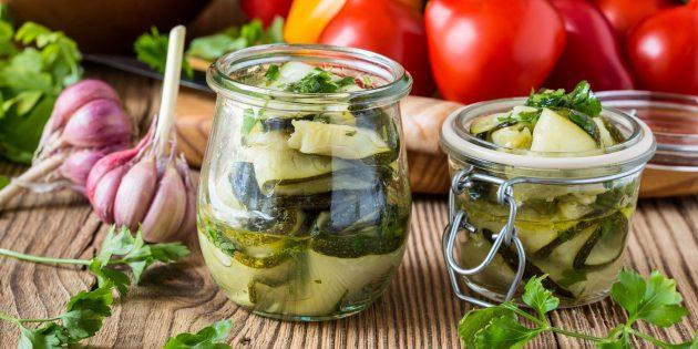 Салат из кабачков, чеснока и зелени