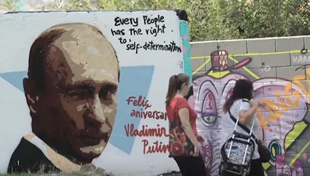 Из Парижа с любовью: в Европе появились граффити ко дню рождения Путина