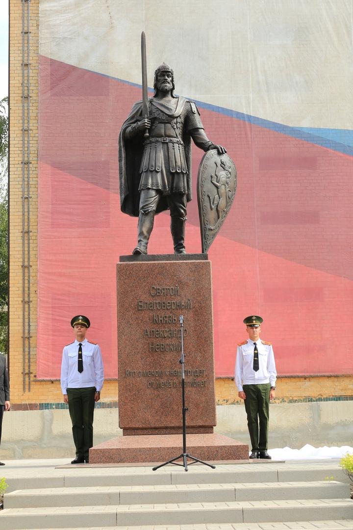 В ДонВОКУ открыли памятник Александру Невскому