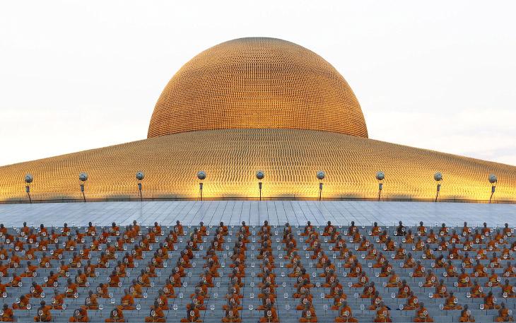 Храм золотых статуэток Ват Пхра Дхаммакая