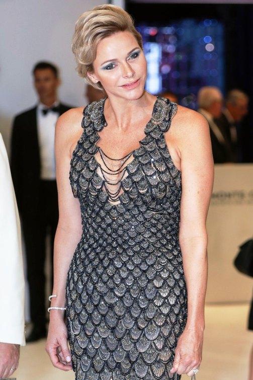 Княгиня Шарлен поразила всех невероятным платьем от Versace