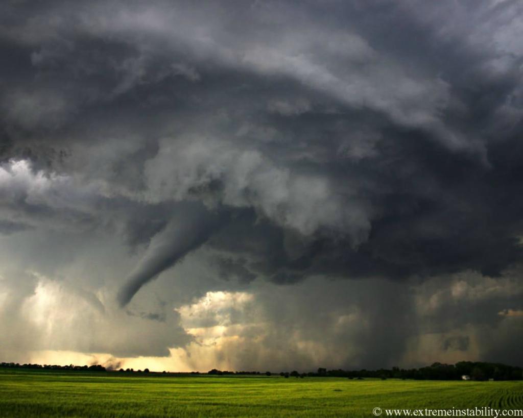 2279 Ураганы и смерчи в фотографиях