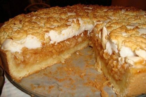 Сливочно — яблочный пирог с суфле.
