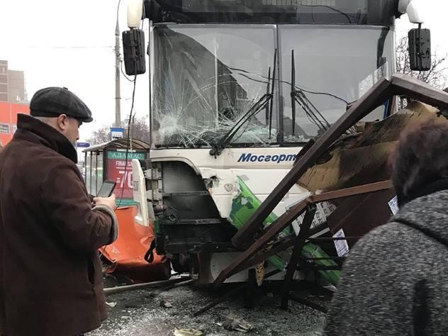 Установлена личность водителя автобуса, въехавшего в остановку в Москве
