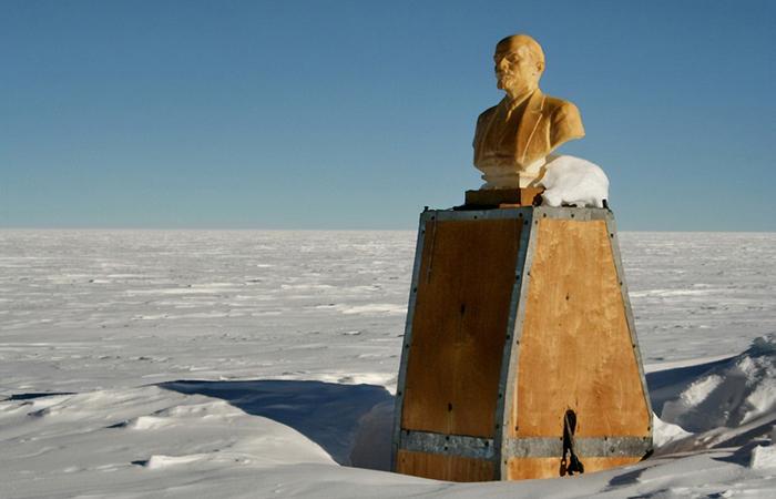 Южный полюс недоступности и Ленин в снегах, смотрящий на Москву