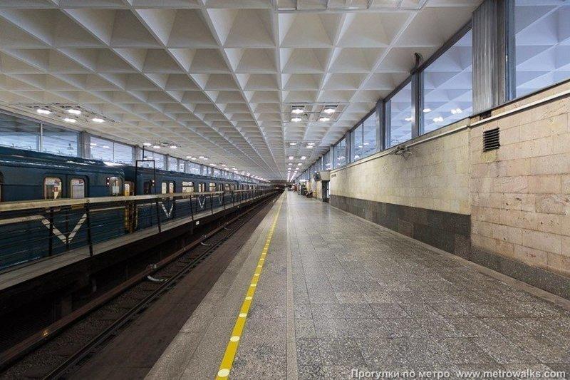 Путешествие по петербургскому метро (67 фото)