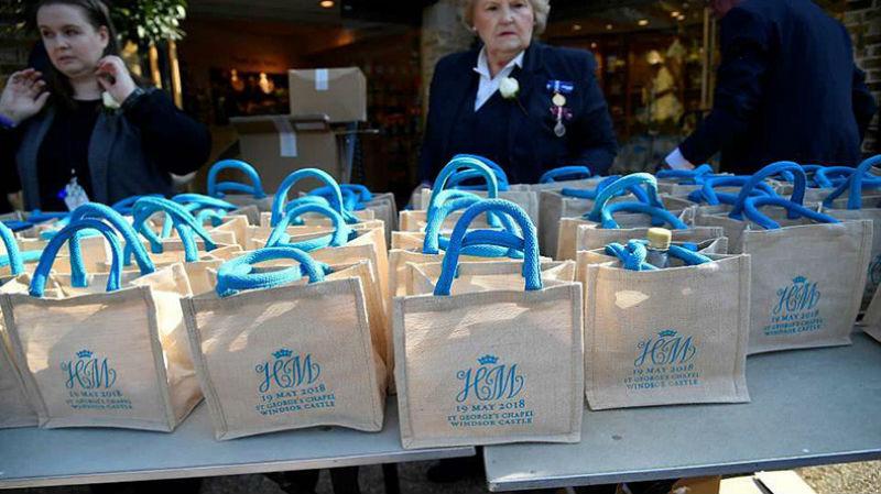 Британка продала сувениры со свадьбы принца Гарри и Меган Маркл за 28 тысяч долларов