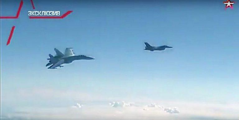 Как истребитель НАТО Шойгу перехватывал. Green Tea