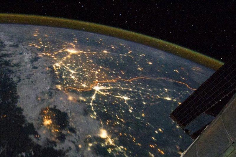Индийско-пакистанская граница из космоса видна как оранжевая линия земля, космос, красота, природа, фото