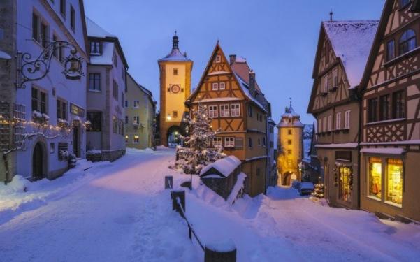 wintertowns01-650x406_601x375