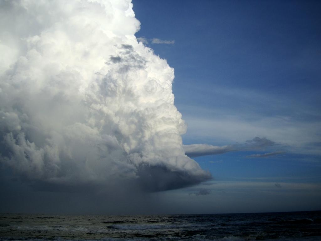 14100 Ураганы и смерчи в фотографиях