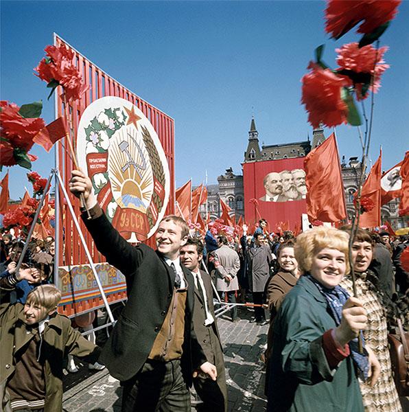 Жители Латвии захотели в СССР