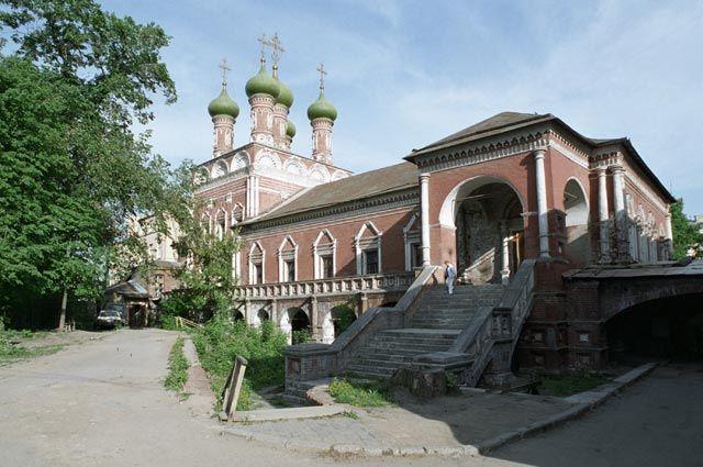 Святое место. Ремонт собора Высоко-Петровского монастыря завершается