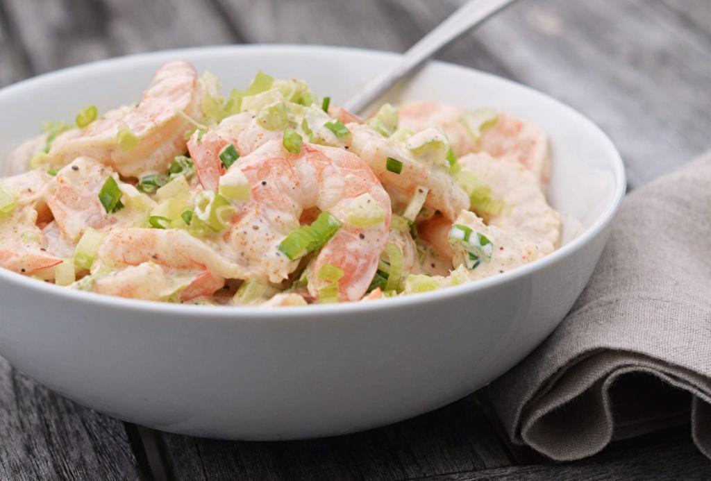 Классический салат «Максим» и вариант с креветками. Какие нужны ингредиенты и как готовить