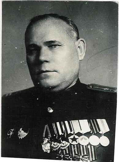 Полковник пограничных войск Кузин Павел Романович с Георгиевскими крестами, конец 40-х гг.