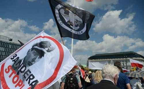 Украину с Бандерой Польша уже пускает в Европу?