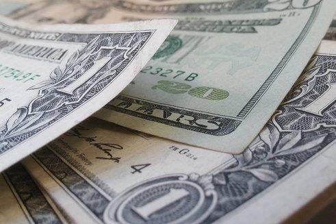 Сколько стоил России уход от доллара?