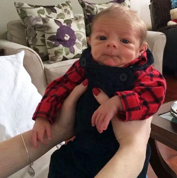 25 смешных фотографий младенцев, которые очень похожи на стариков