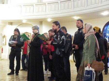 Байкеры-христиане в гостях у священника-мотоциклиста