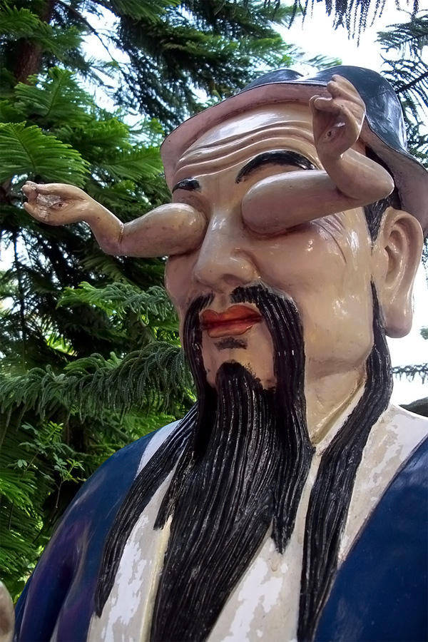30 самых абсурдных скульптур в мире