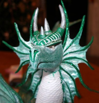 голова дракона сделанная и раскрашенная своими руками