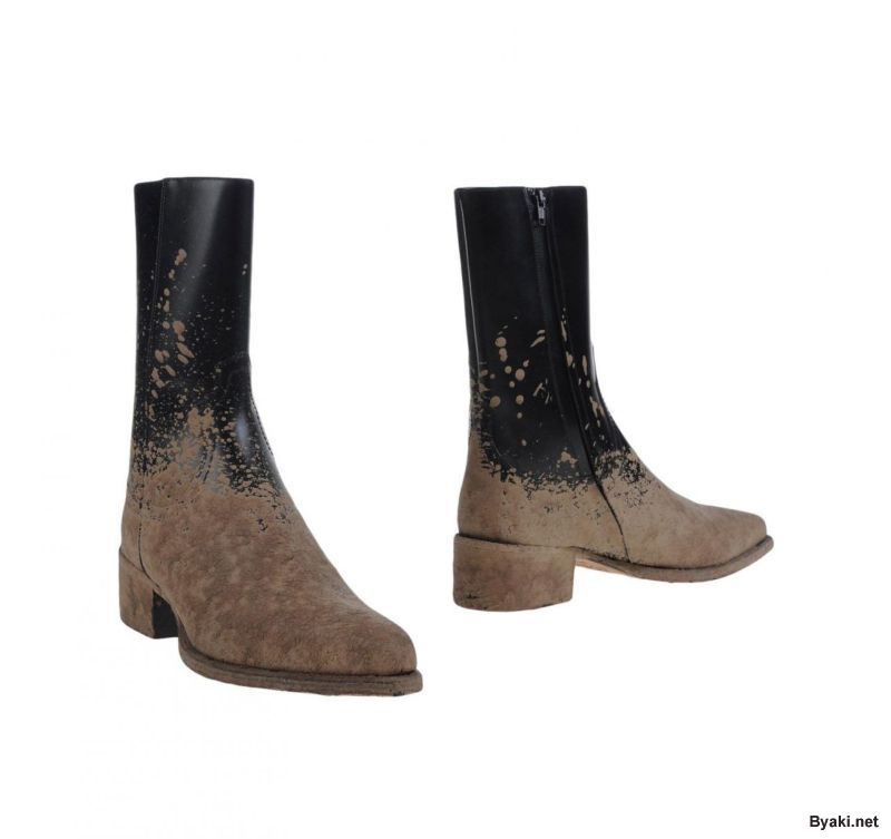 Заляпанные грязью сельские ботинки для зажиточных фермеров