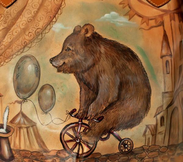Какого цвета был медведь?