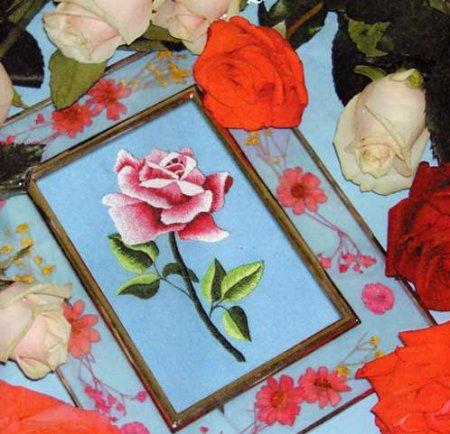 Картина с вышитой розой