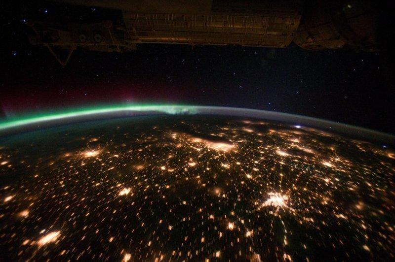 Центральная и западная часть США на фоне полярного сияния земля, космос, красота, природа, фото