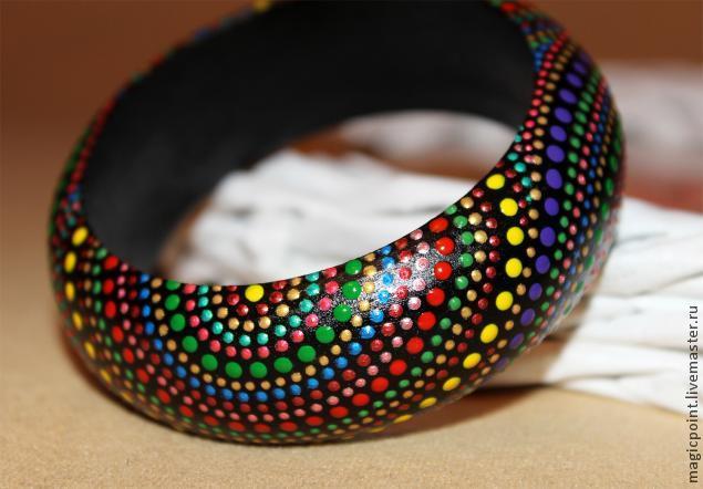 Делаем разноцветный браслет с точечной росписью