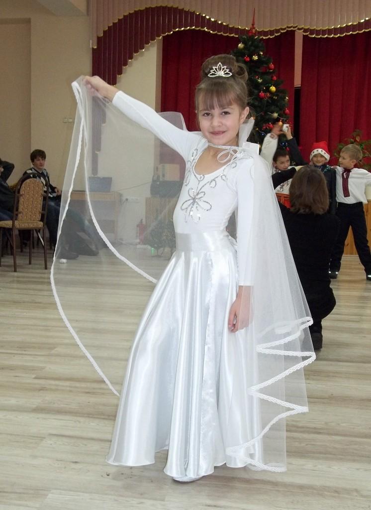Костюмы Снегурочек, Снежинок, Метелиц Карнавальные костюмы в Санкт