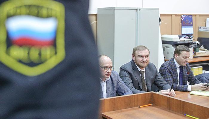 Рауф Арашуков (в центре). Фото