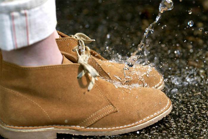 Водоотталкивающее средство для обуви.