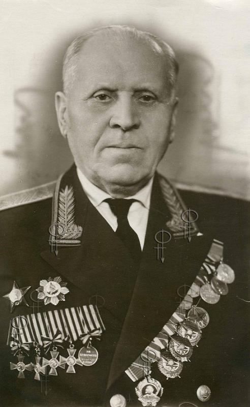 Советский генерал Кругляков Тимофей Петрович с Георгиевскими крестами, конец 60-х гг.