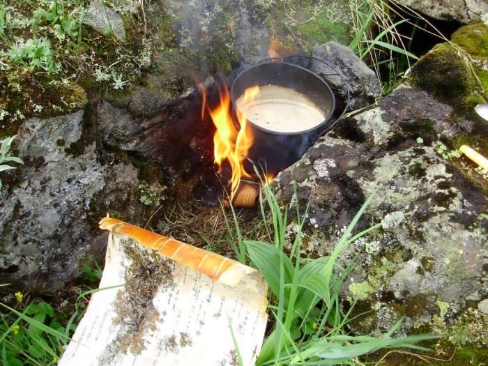 Простые способы развести костер в сырую погоду