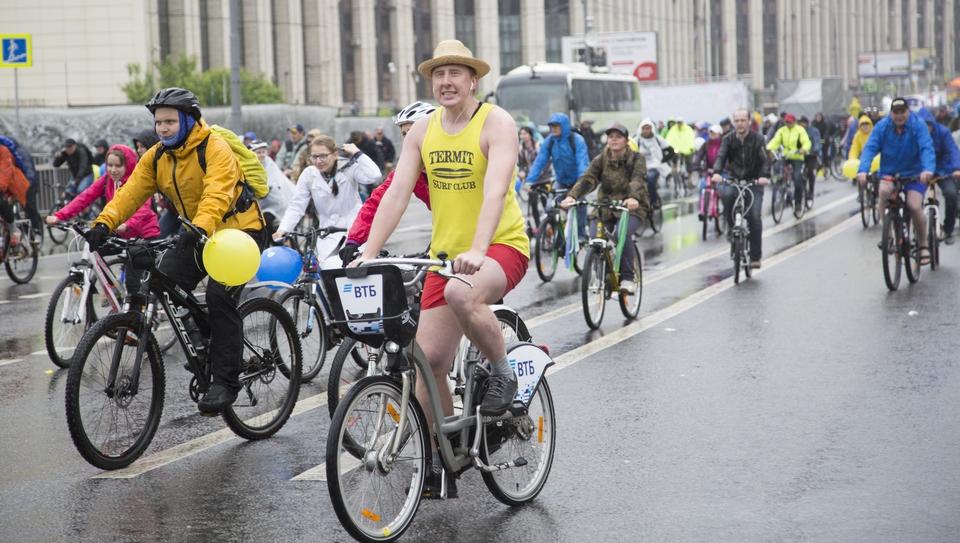 Лица 30 тысяч велосипедистов…
