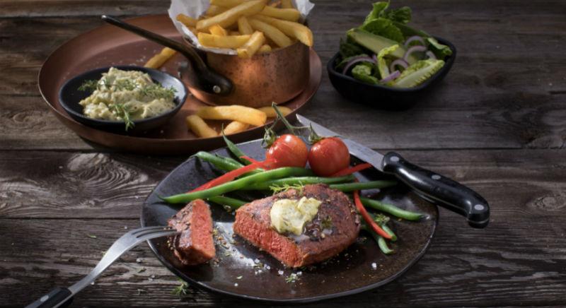 Когда вегану хочется мяса: в Европе сегодня стартуют продажи растительных стейков, которые не отличить от настоящих