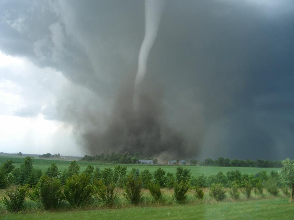 21120 Ураганы и смерчи в фотографиях