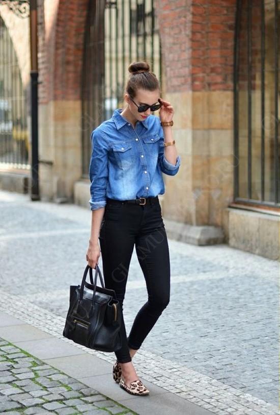 К джинсовой рубашке стоит пр…