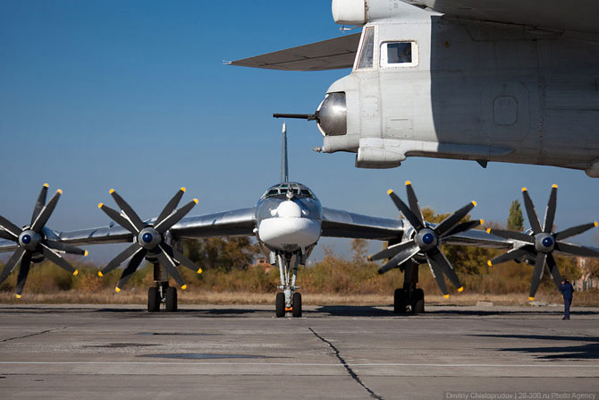 Стратегические бомбардировщики на авиабазе в Энгельсе