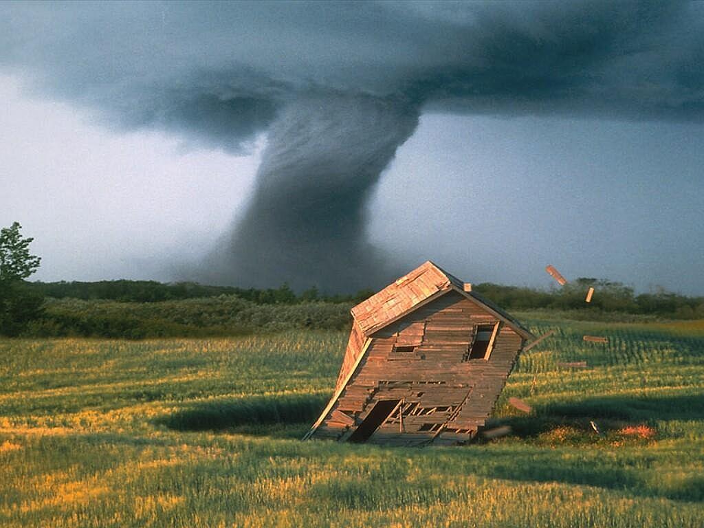 2742 Ураганы и смерчи в фотографиях