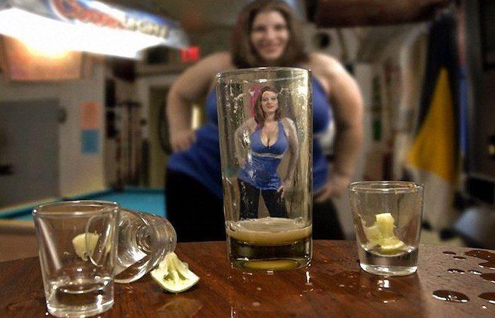 Британские учёные объяснили, почему алкоголь делает людей привлекательнее