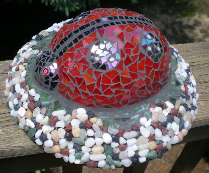 Божья коровка своими руками и другие идеи для сада из мозайки
