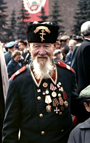 Участник русско-турецкой войны 1877-78гг Константин Викентьевич Хруцкий (112 лет) в форме болгарского ополченца. 1963 год (1)