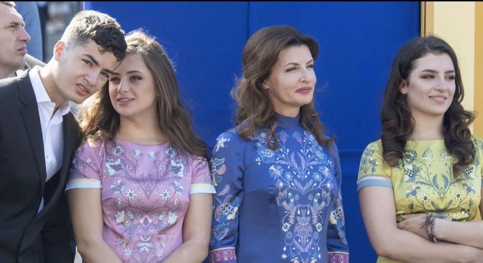 На Порошенко показывает пальцем вся Украина: его дочери – подлые предательницы