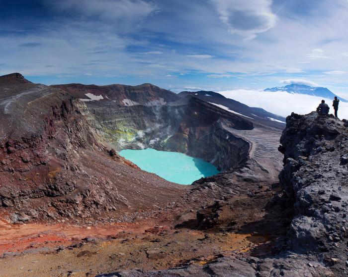 Вновь неверно. Это кислотное озеро в кратере вулкана Малый Семячик на Камчатке.