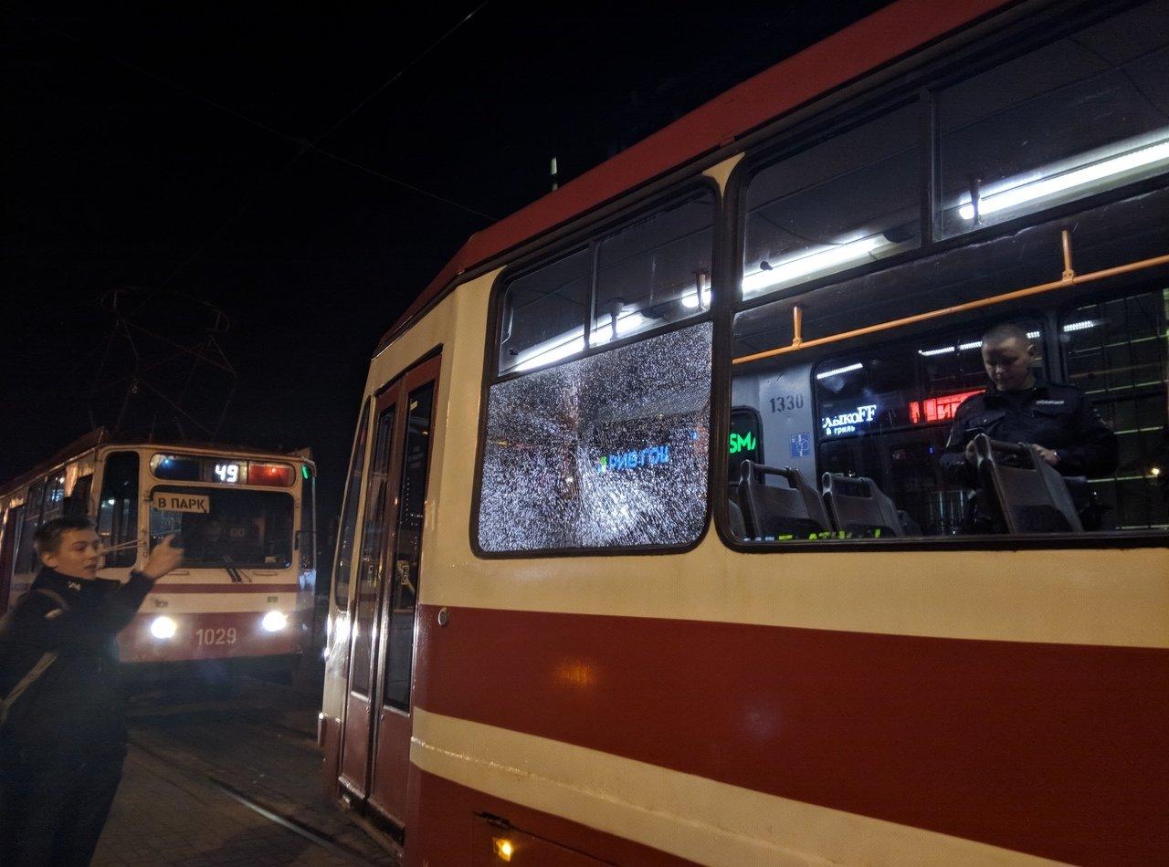 Появились снимки с места обстрела двух трамваев в Петербурге